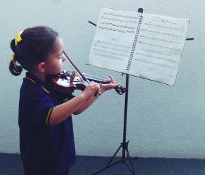 mariana-tocando-el-violin